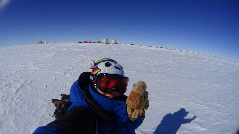 Nicole HUEBER - Glaciologue DC12 - & Momo le chameau